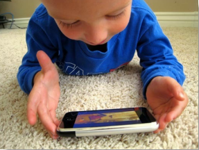 Smartphone_as_Child_Toy