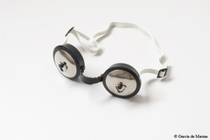Foto de García de Marina: gafas de bucear con tapones en cada lente