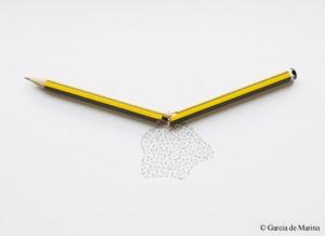 Foto de García de Marína: brotan letras de un lapiz roto a la mitad