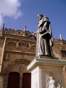 Estatua de Fray Luis de León en la Universidad de Salamanca