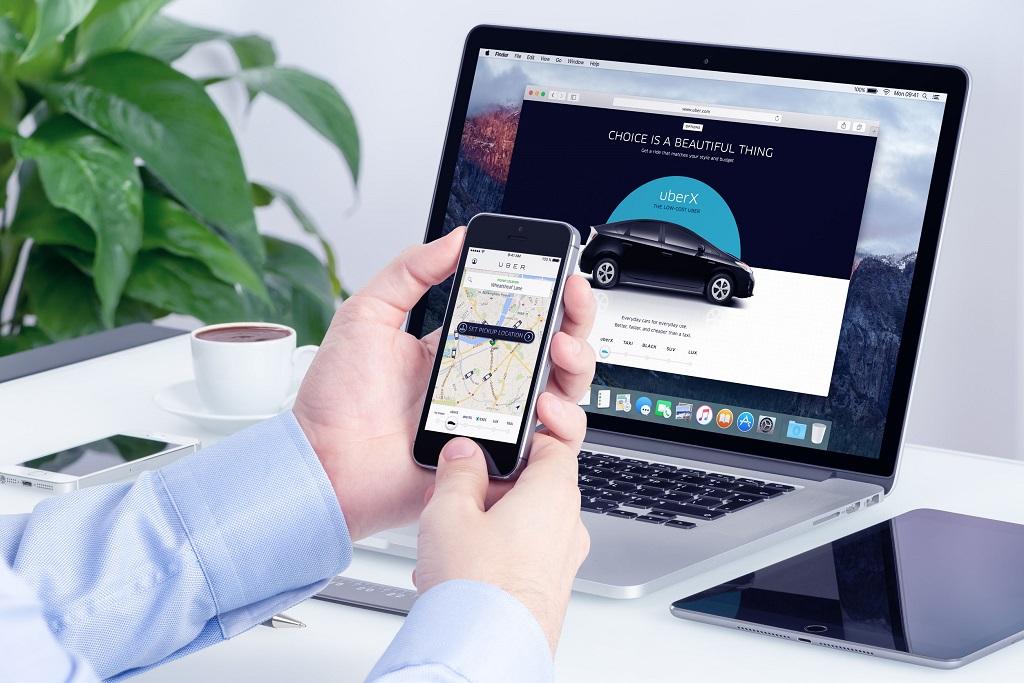computadora y smartphone uber