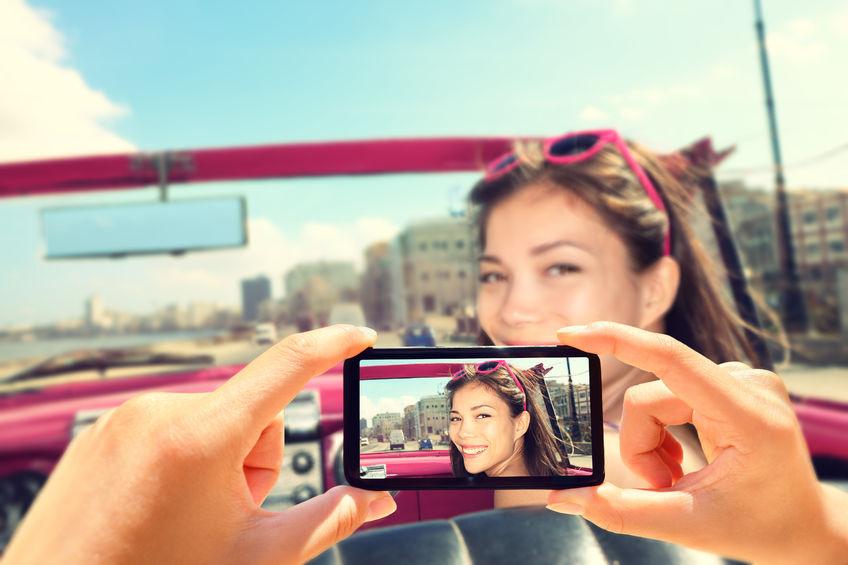 influencer posando en una foto para sus redes sociales